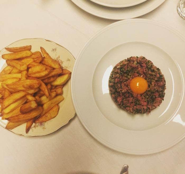 Αλλά σε κάθε περίπτωσ, ναι, το καλύτερο πιάτο όλων είναι σαφώς το Steak Tartar με τις τηγανιτές πατάτες...