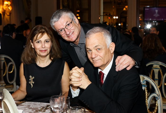 Η διευθύντρια του Εθνικού Μουσείου Σύγχρονης Τέχνης Κατερίνα Κοσκινά με τον καλλιτεχνικό διευθυντή του Φεστιβάλ Αθηνών Βαγγέλη Θεοδωρόπουλο και τον διευθύνοντα σύμβουλο της ΕΡΤ Λάμπη Ταγματάρχη.