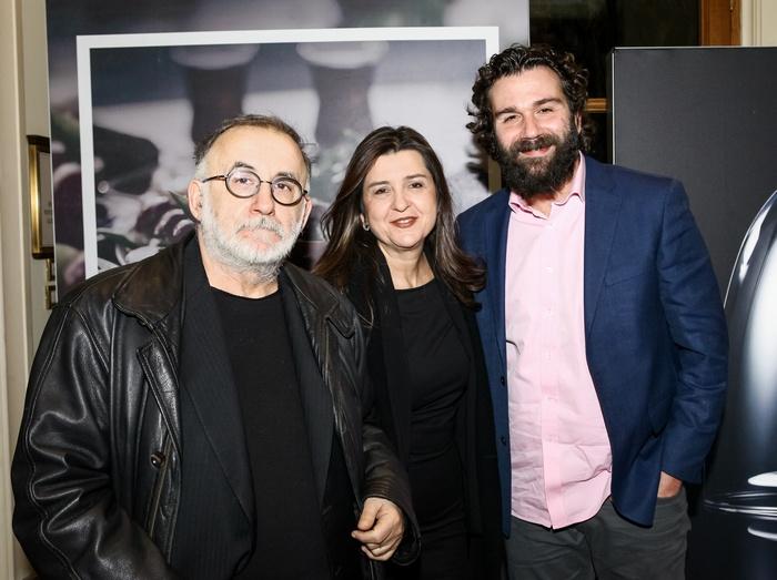 Ο Θάνος Μικρούτσικος με τη συγγραφέα Μαρία Παπαγιάννη και τον ηθοποιό και θεατρικό παραγωγό Τάσο Ιορδανίδη.