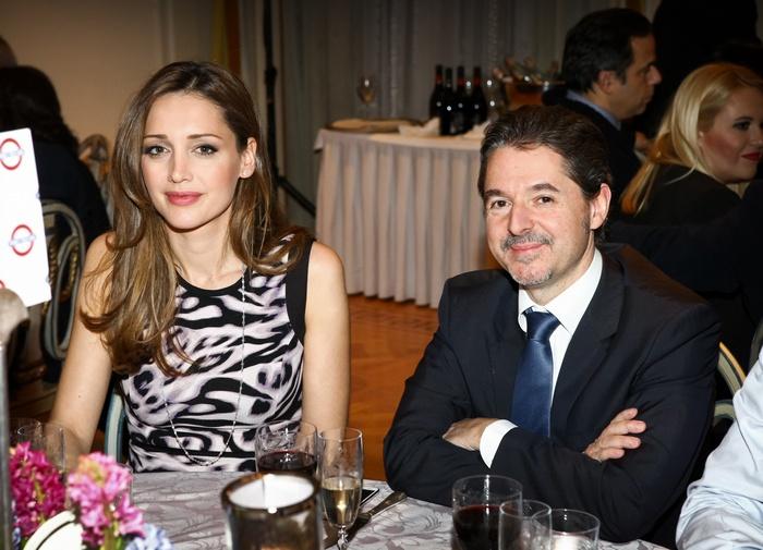 Ο εκδότης Θεοχάρης Φιλιππόπουλος με τη σύζυγό του.