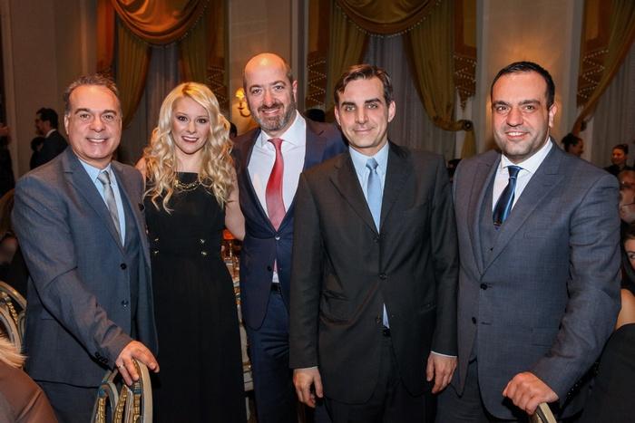 Ο Φώτης Σεργουλόπουλος με τη marketing manager της Jaguar - Land Rover Σοφία Μητράκη, τον managing director της Jaguar - Land Rover Νίκο Μπέλλο, τον Ηλία Κοκοτό των Elounda Hotels and Resorts και τον δήμαρχο Μυκόνου Κωνσταντίνο Κουκά.