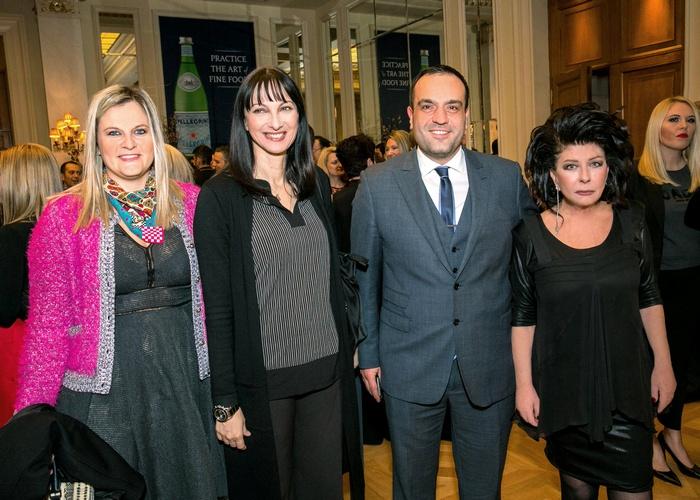 Η Ευριδίκη Κουρνέτα (Γ.Γ. Υπουργείο Τουρισμού) και με την Υπουργό Τουρισμού Έλενα Κουντουρά, τον δήμαρχο Μυκόνου Κωνσταντίνο Κουκά και την ιδιοκτήτρια του «α» Άννη Ηλιοπούλου