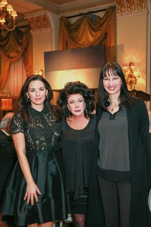 Η πρώην και η νυν υπουργοί Τουρισμού, Όλγα Κεφαλογιάννη και Έλενα Κουντουρά με την Άννη Ηλιοπούλου