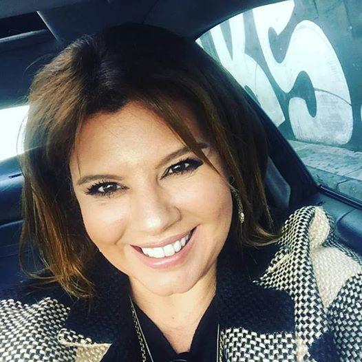 """Ανηφορίζοντας την Κηφισίας, βγάζω μία βιαστική selfie στο αυτοκίνητο μου. """"Happy International Women's Day""""!"""