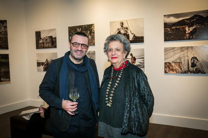 Ο φωτογράφος Νίκος Βαβδινούδης με την ιστορικό τέχνης Ντόρα Ρογκάν