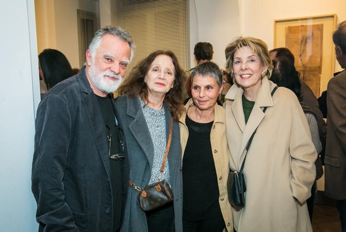 Ο ζωγράφος Μίλτος Παντελιάς με την ηθοποιό Κατερίνα Μαραγκού, την γλύπτρια Ειρήνη Γκόνου και την ζωγράφο Σοφία Καλογεροπούλου