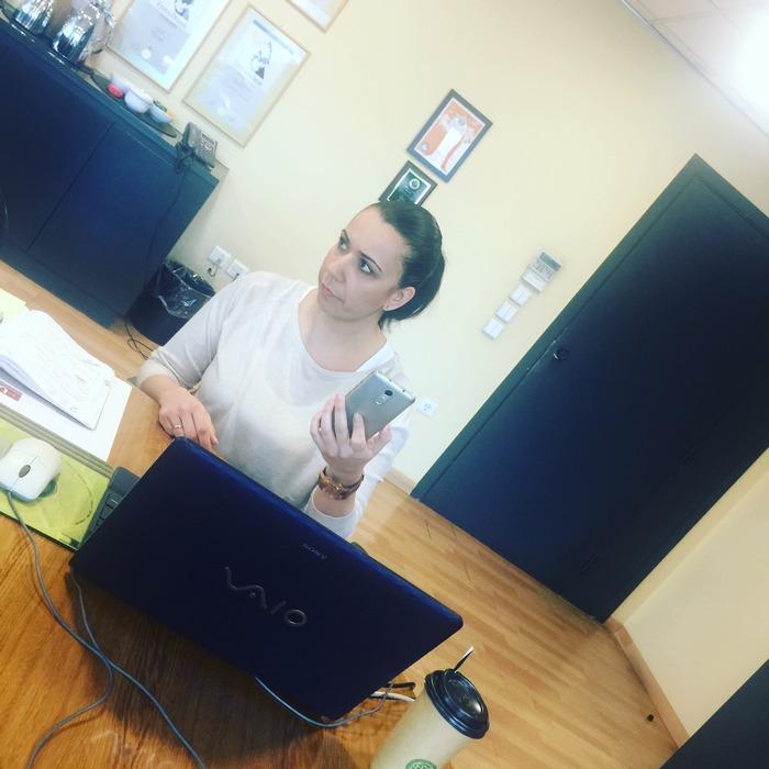 Η Project Manager Ματίνα Αντωνοπούλου, φύλακας-άγγελος της κάθε συνάντησης μας, κρατάει σημειώσεις, στέλνει mail, συντονίζει calls, τα skype meetings μας, συντονίζει την κάθε λεπτομέρεια...