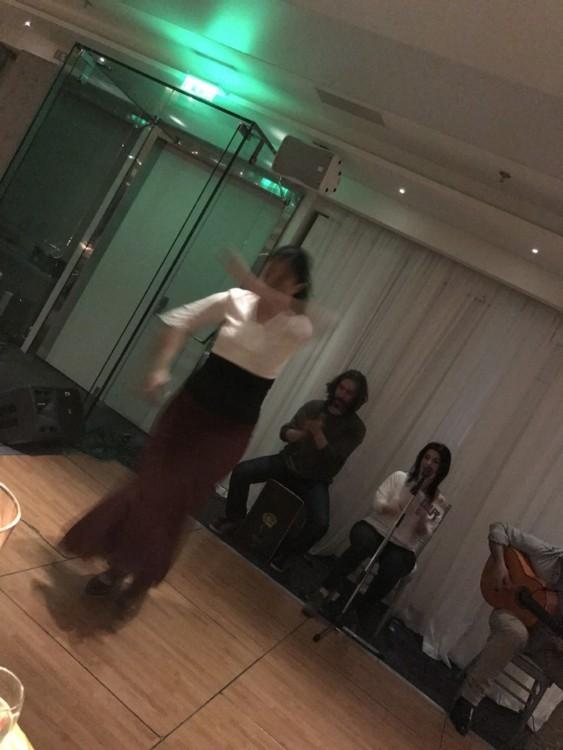 Είναι απόθανη στον χορό της και αν και δεν πολύ συμπαθώ τα live βιντεάκια στο fcbk, το κάνω σχεδόν αυτόματα και εντελώς αυθόρμητα...