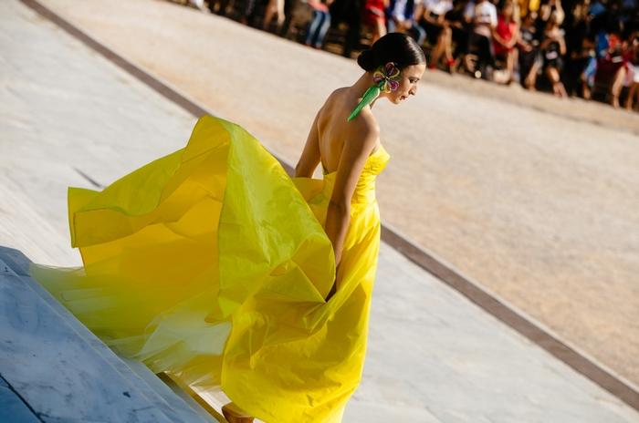 a75ef5aae2de Women in the Garden: O Vassilis Emmanuel Zoulias παρουσίασε την πρώτη του  Prêt-à-Couture Collection!