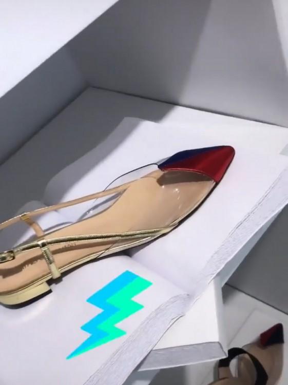 "2316f2e19f6 Έγραφα ακόμα: ""Αγαπάω πολύ τα flat παπούτσια του. Γενικά, αν εξαιρέσεις τα  Gucci pumps, τα τελευταία χρόνια φοράω μόνο flats. ""Πρέπει να έχει  πραγματικό ..."