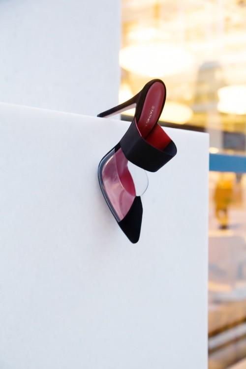 """bd2d2b67f7c Mules 10.5cm από καστόρι και PVC Το διάφανο PVC είναι από τα αγαπημένα  υλικά του Στάθη Σαμαντά. Λόγω της διαφάνειας του είναι η """"βιτρίνα του  ποδιού"""" όπως ..."""